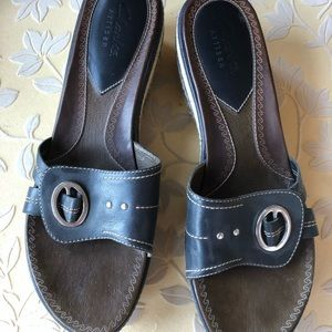 Clarks Artisan navy blue leather wedge sandals